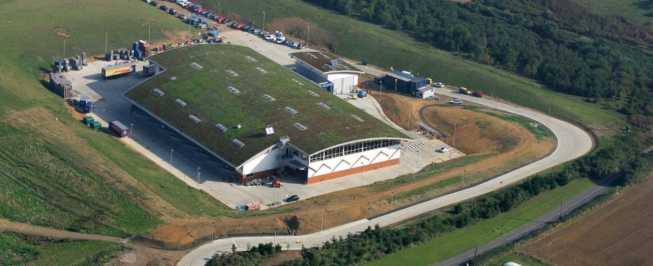 Adnams Hempcrete Distribution Centre, Southwold. Credit: Sky Garden Ltd (Own work) [CC BY-SA 4.0 (https://creativecommons.org/licenses/by-sa/4.0)], via Wikimedia Commons